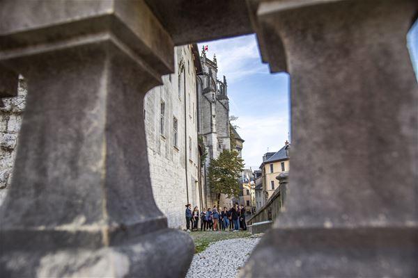 Castello, Stradine e confidenze
