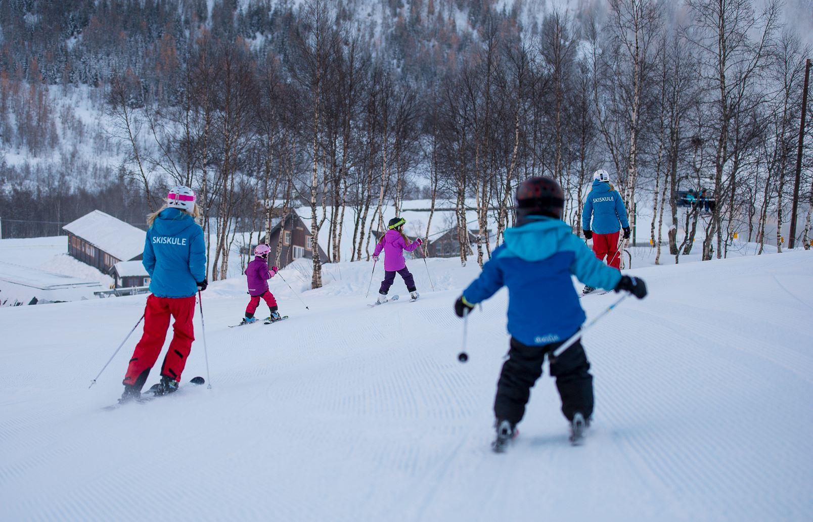 Skikurs for born