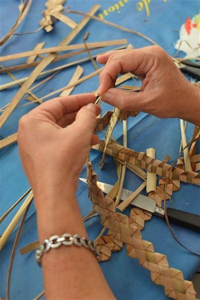 Palm weaving workshop at the Saint-Pierre Tourist Office