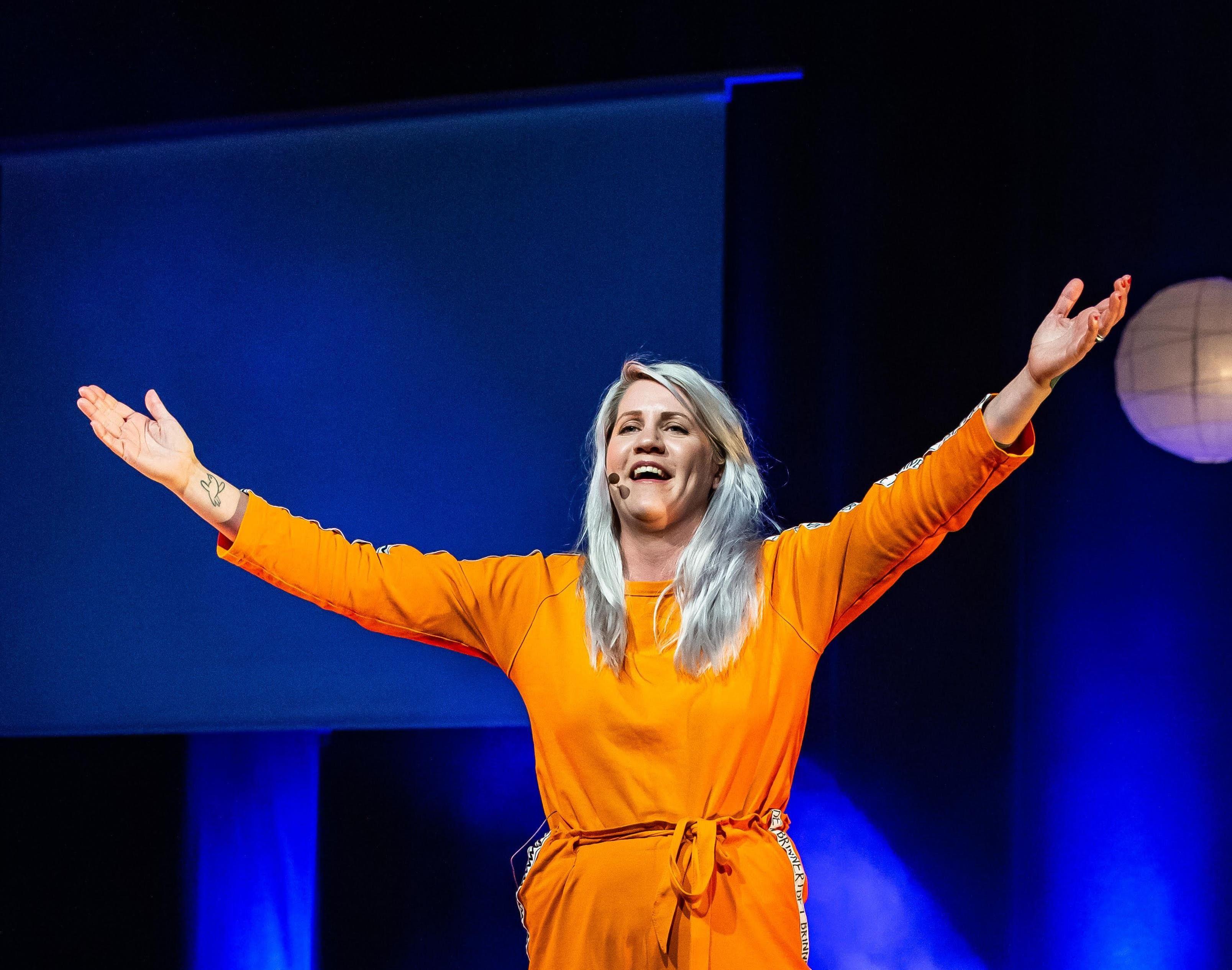 """Julia Lindemalm, Succéshowen """"Årets Mama"""