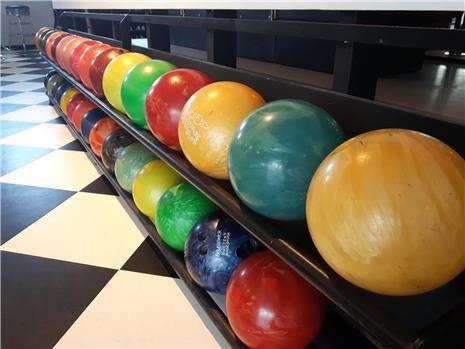 Bowling og laserspill