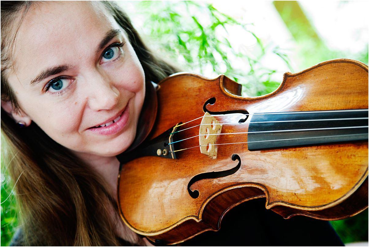 Annemarie Åström, violin. Emil Holmström, piano