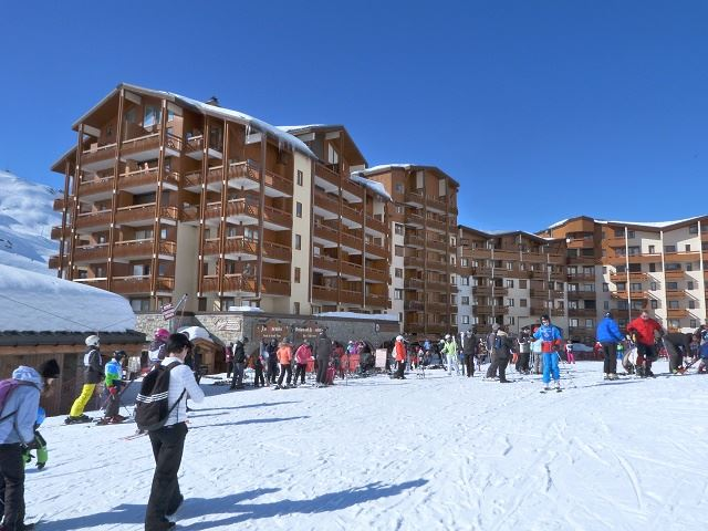 4 Rooms 6 Pers ski-in ski-out / CARLINES II 48B