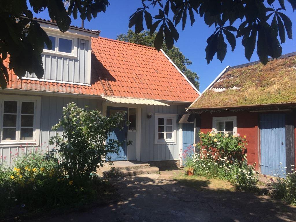 O186008 Södra Bårby Husdjur tillåtet i det mindre gårdshuset