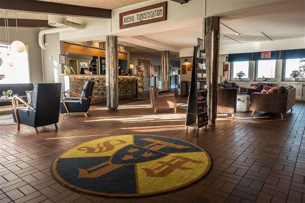Lobby och reception i huvudbyggnad