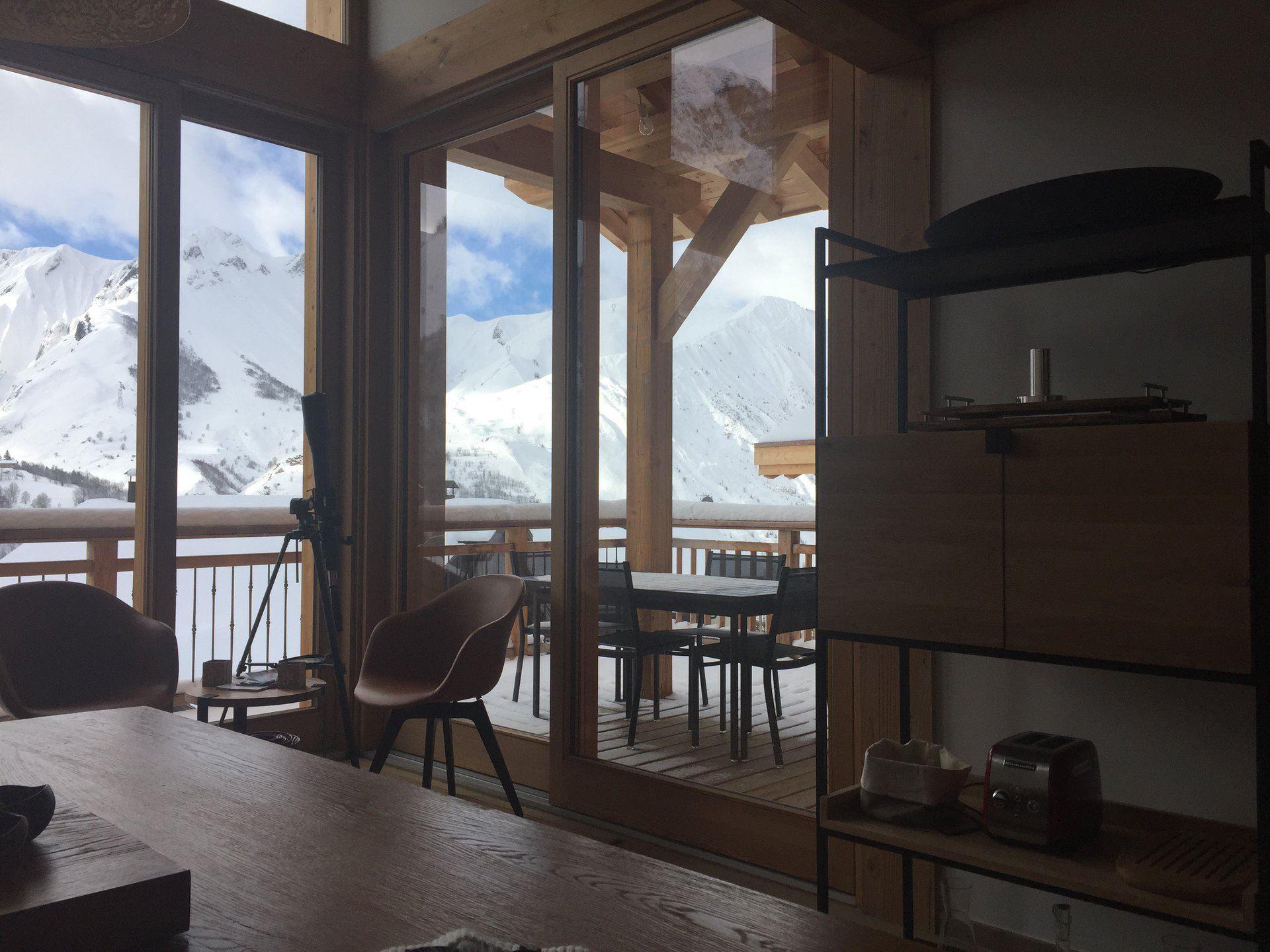 6 Pièces 10 Pers skis aux pieds / CASEBLANCHE C23