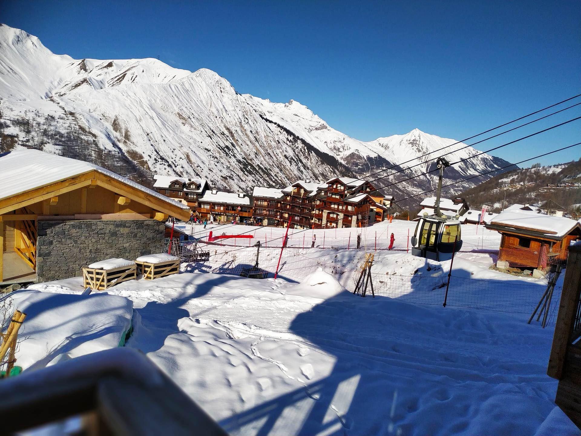 5 Pièces 8 Pers skis aux pieds / CASEBLANCHE E16