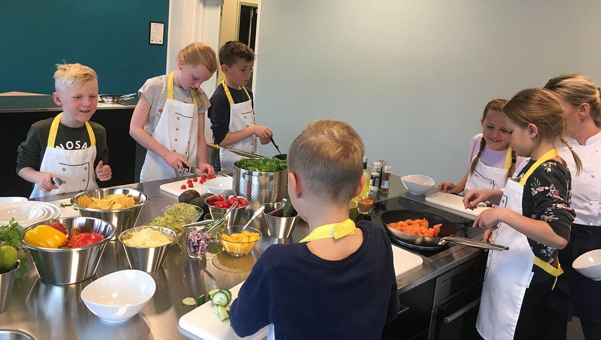 Matlaging og guidet tur på SalMar Salmon Center