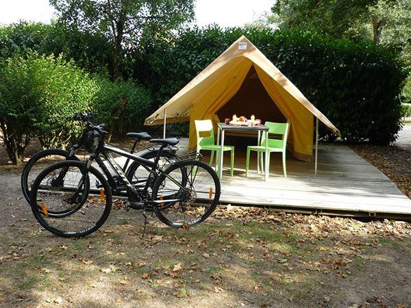 © Camping Onlycamp Saint Avertin, CAMPING ONLYCAMP TOURS VAL DE LOIRE SAINT-AVERTIN