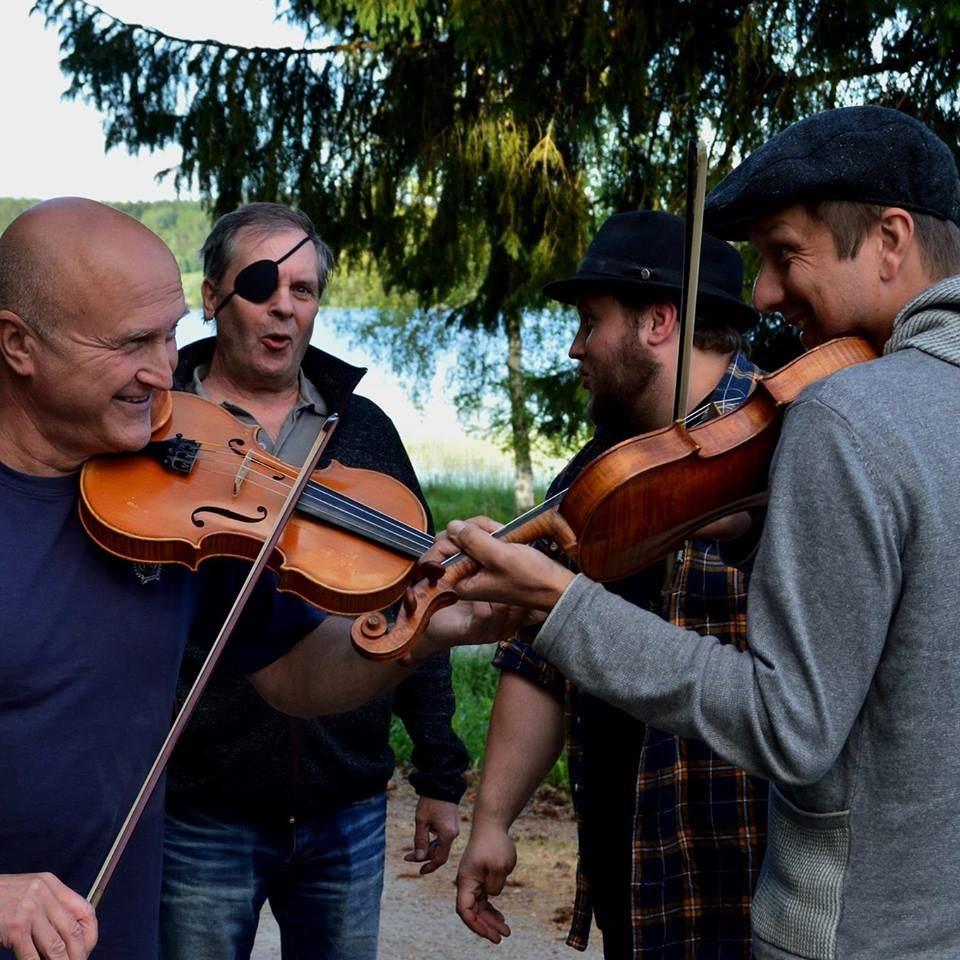 Musikcafé - Tobias Larsson med band