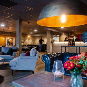 Lounge och restaurang.