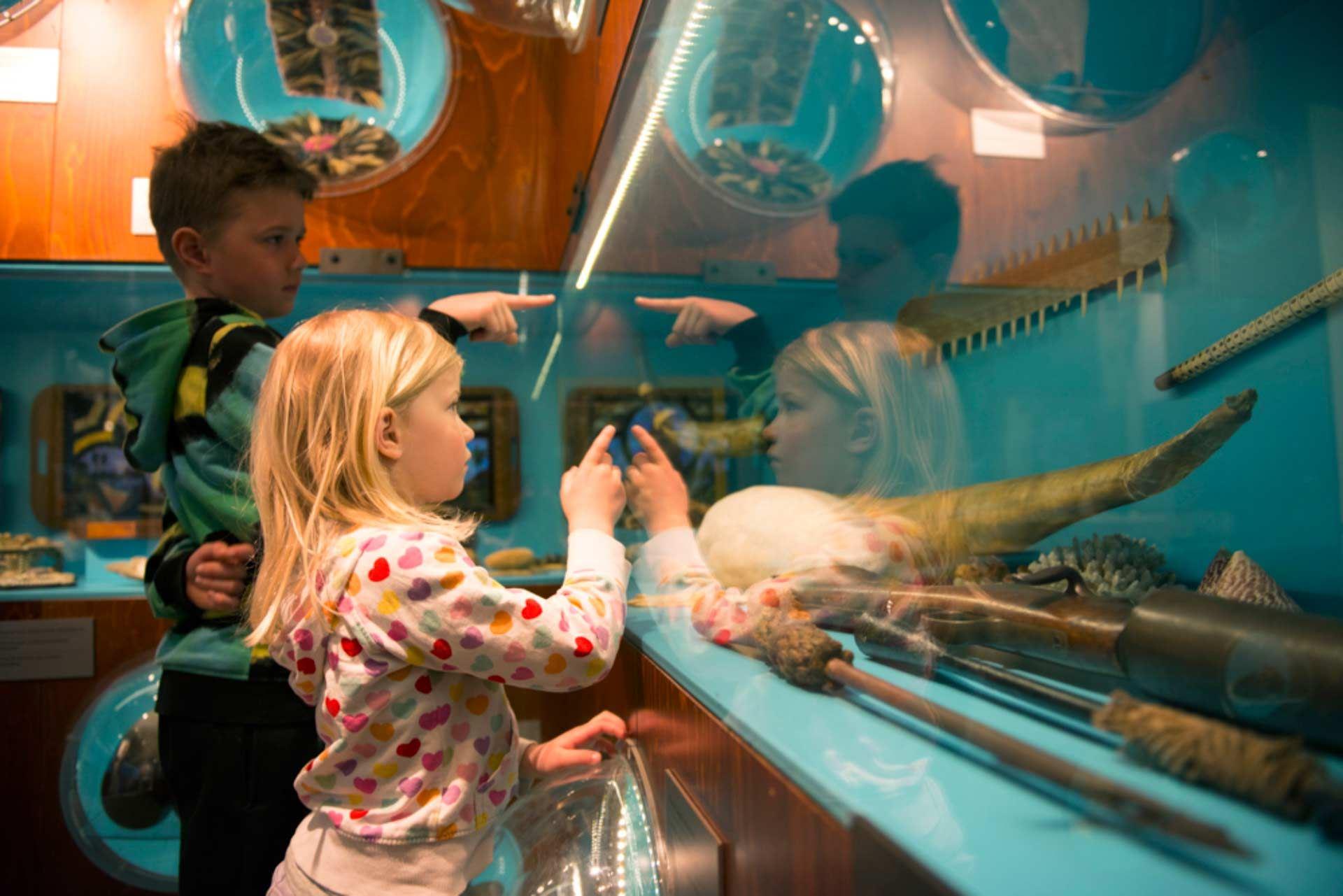 Barnens Mariehamn med Sjöfartsmuséet och segelfartyget Pommern