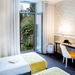 © hotelGallia&Londres, HPH126 - Bike Hôtel-Spa stylé « Grand Siècle » dans un parc vue sur le Sanctuaire à Lourdes