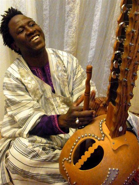 Västafrikansk musik och sång med Lamine Cissokho