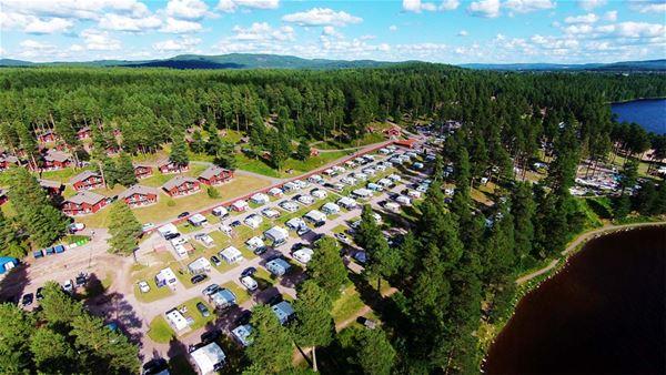 Flygfoto över campingplatserna.