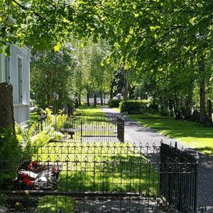 Kyrkogårdsvandring