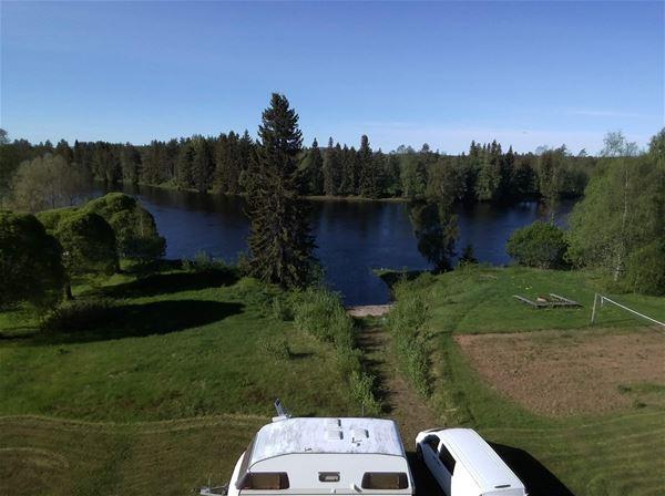 campingplatser nära älven.