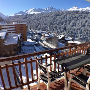 2 rooms cabin 4 people (2 adults- 2 children) ski-in ski-out / RESIDENCE 1650 11U (Mountain of Charm)