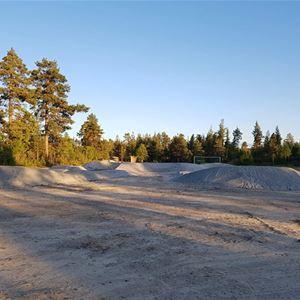 Pumptrack, utegym & lekplats nere vid Tännån