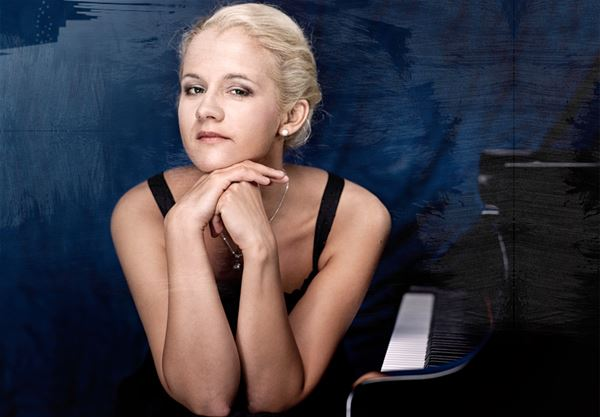 Aleksandra Mikulska, piano