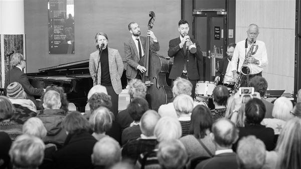 Jazzklubben: Baker Hansen. Chet på norsk