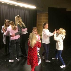 Teaterimprovisationer och Dramalek