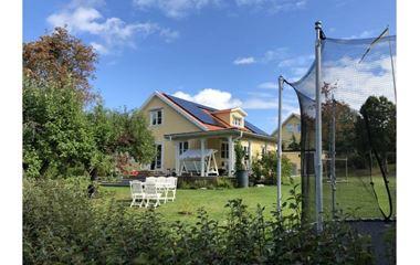 Uppsala  - Rymlig villa med spabad alldeles intill E1&E2 - 7214