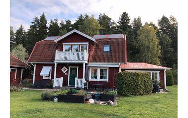 Knivsta - Lantligt belägen 2-plans villa på 175 kvm strax utanför Knivsta. - 7209