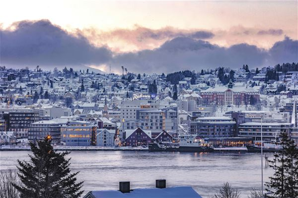 © Radisson Blu, radisson Blu in wintertime with a water front and is blended in the city