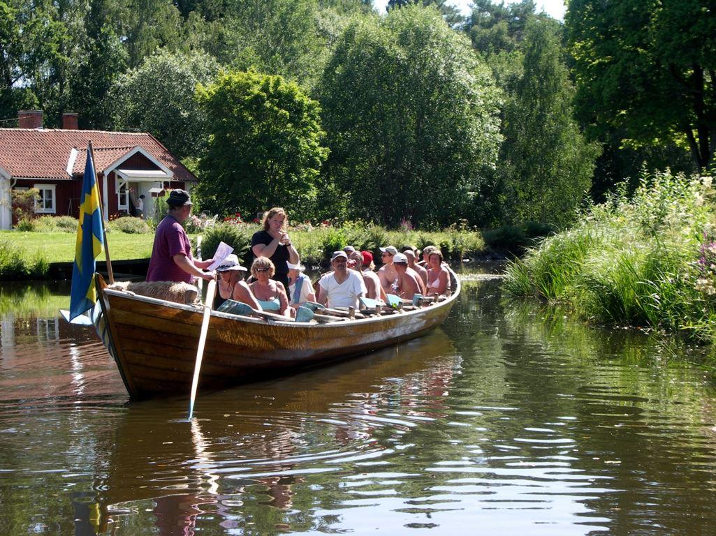 Kyrkbåtsrodd på Dellensjöarna