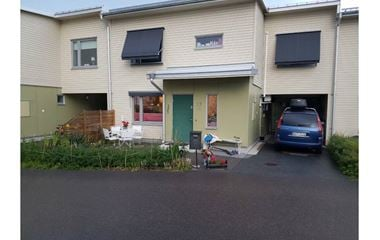 Uppsala - Hus i Gamla Uppsala med 9 sovplatser, plats för 2 bilar i carport och de flesta bekvämligheterna - 7403