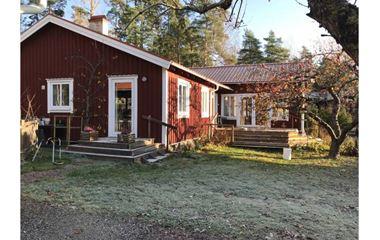 Uppsala - Hus 140 kvm med inhägnad trädgård. I Starbo vid Hågadalen(Nåsten) Uppsalas västra utfart.  - 7561