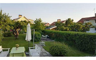 Uppsala - Centralt beläget parhus med trädgård - 7508
