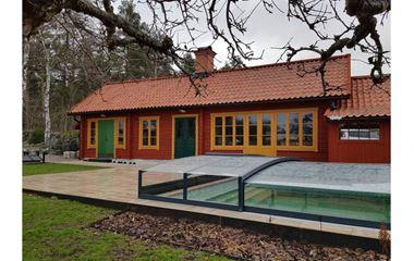 Uppsala - Timrat gårdshus med pool och vedeladad bastu - 7869
