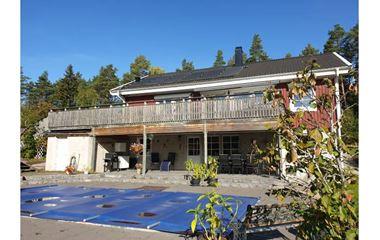 Örsundsbro - Sutterängvilla med pool - 7884
