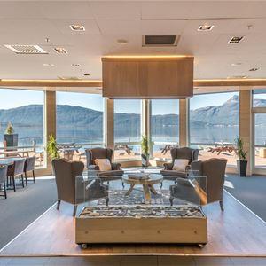 © Malangen Resort, Fellesområdet med utsikt over fjorden