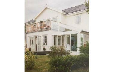 Björklinge  - Stor och rymlig villa vid badsjö - 7913