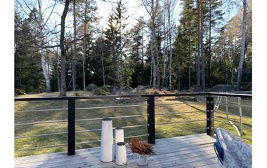 Uppsala - Tvåplansvilla med insynsskyddad trädgård i natursköna Vreta 7-12 min från tävlingsområdena - 7926
