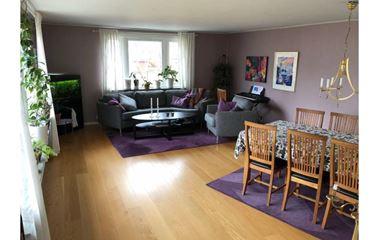 Uppsala - Uppsala - Sunnersta, mitt i O-ringens centrum - boende med många sovplatser och härliga gemensamhets - 8010
