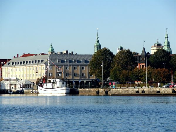 The hotel building and archipelago boat