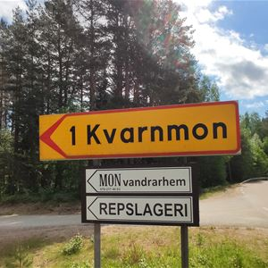 Mon Vandrarhem, Kvarnmon, Jättendal, boende Nordanstig, Hälsingland,  © Mon Vandrarhem, Kvarnmon, Jättendal, boende Nordanstig, Hälsingland, Vägskylt