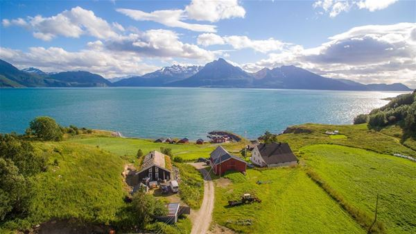 © Dyrøy Holiday, Dronebilde utsikt over Dyrøy Holiday