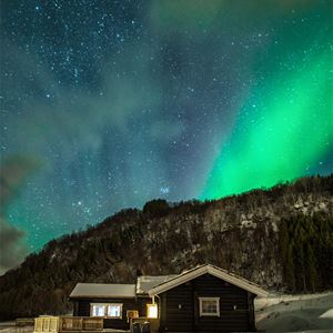 David Rocaberti,  © Dyrøy Holiday, Northern Lights above a house