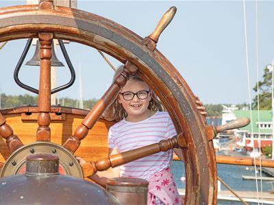 Barnens Mariehamn med Sjöfartsmuséet &  segelfartyget Pommern