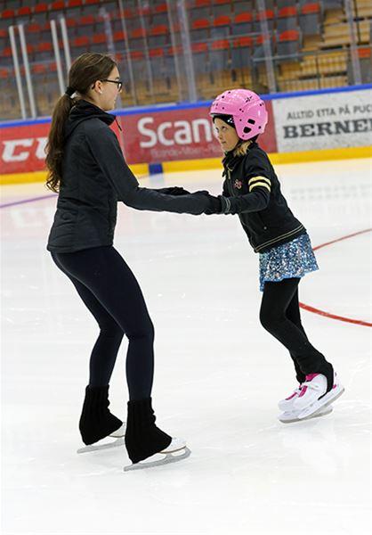 Skridskoskolan Äventyr på is med Östersunds KF