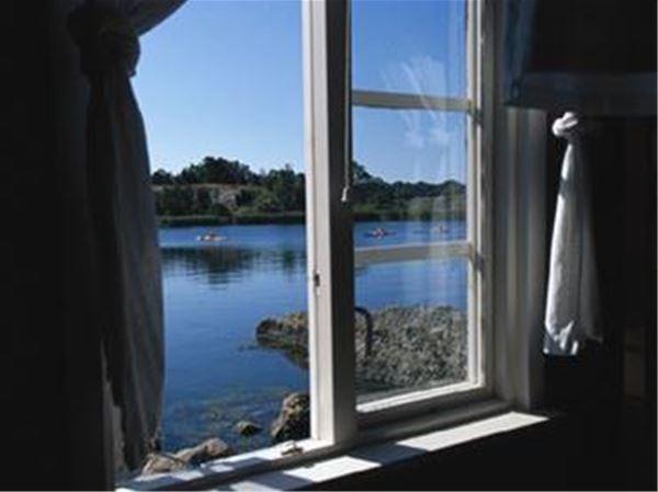 Fönster med havsvy