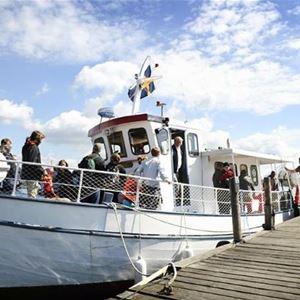Båten går mellan Tjärö och Järnavik