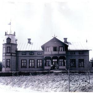 Gammal exteriörbild på Turistgården från mitten av 1900-talet.