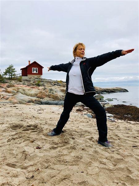 Yogavandring med guldkant