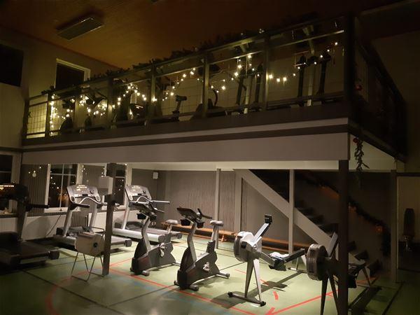 Gymmet med träningsredskap.